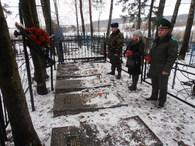Возложение цветов на могилы жертв фашизма