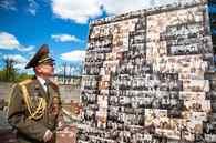 В Могилеве собрали панно из 500 снимков ветеранов и участников войны — их предоставили близкие героев
