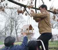Кормушки для птиц появились в Подникольском парке Могилева