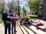 Молодежь Могилева приняла участие в реализации Республиканского проекта #БеларусьПомнит #ПомнимКаждого #ЦветыВеликойПобеды